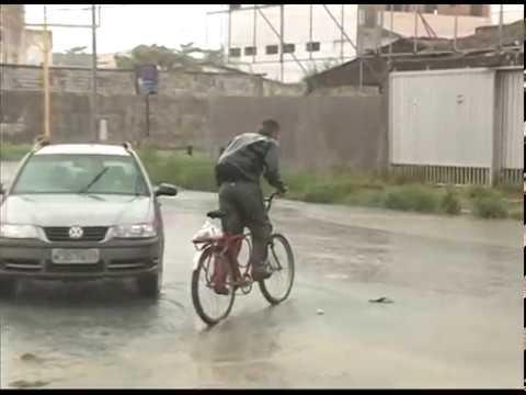[JORNAL DA TRIBUNA] Moradores do Olinda sofrem por conta da chuva