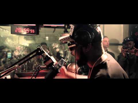 MAITRE GIMS - LIVE  PLANETE RAP 'BELLA'