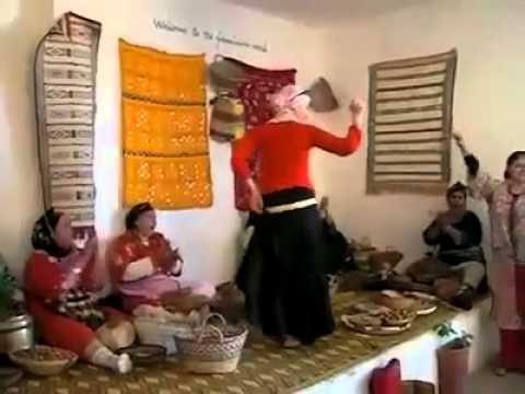 الرقص المغربي - this is a video showing a beautiful girl performing the moroccan amazigh dance , enjoy :)