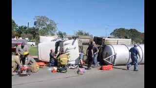 Floresville (TX) United States  city photos gallery : Floresville, Texas (WCN) Tanker truck rollover U.S. 181 10/15/2014 (1 of 2)