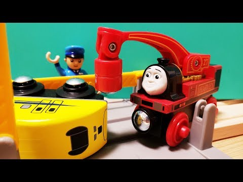 BRIO 新幹線 きかんしゃトーマス 踏切や橋でじこはおこる …