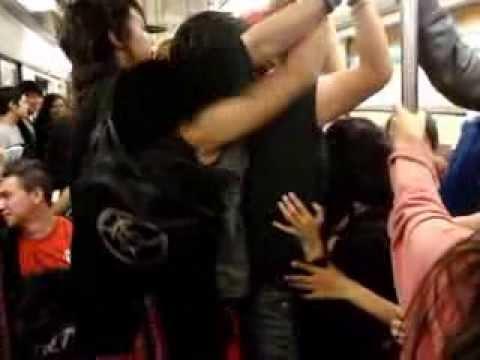 el metro de la ciudad de mexico ver video gays en el metro del df