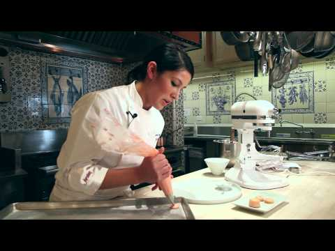How to Make French Macarons: demonstration video tutorial (not Macaroons)
