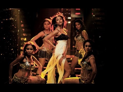 Aankhon Mein Jo Karwate Hain - Hate Story | Paoli Dam's Music Video