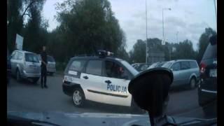 Policjantka ze Świnoujścia nie dała rady sama wyjechać z parkingu!