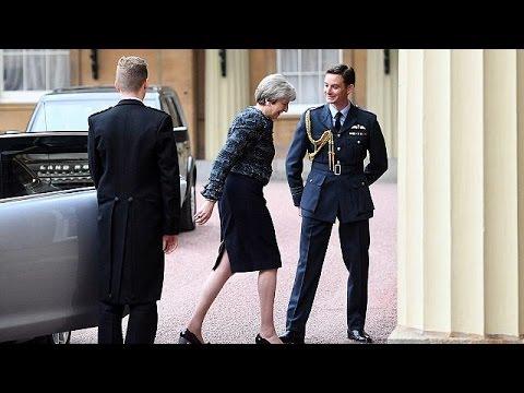 Μ.Βρετανία: Στη Βασίλισσα η Τερέζα Μέι για να ζητήσει τη διάλυση του Κοινοβουλίου