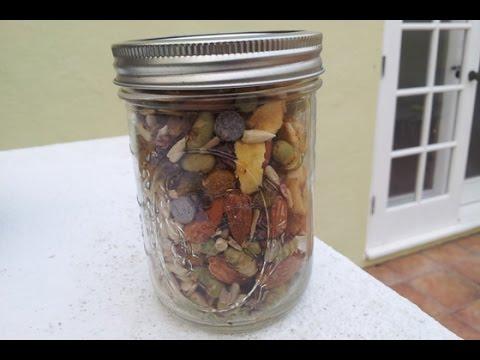 Simple + Healthy Vegan Snack: Trail Mix Recipe