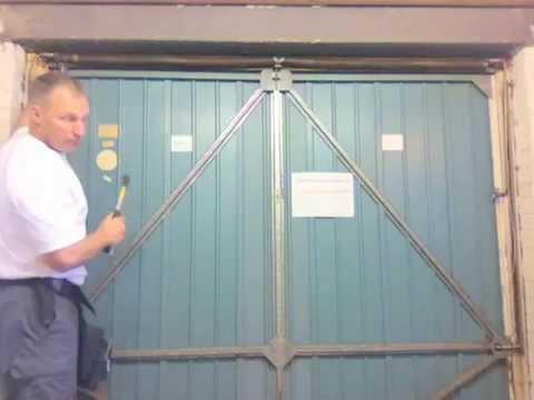 Garage door 2 private 4rum for Henderson garage door repair