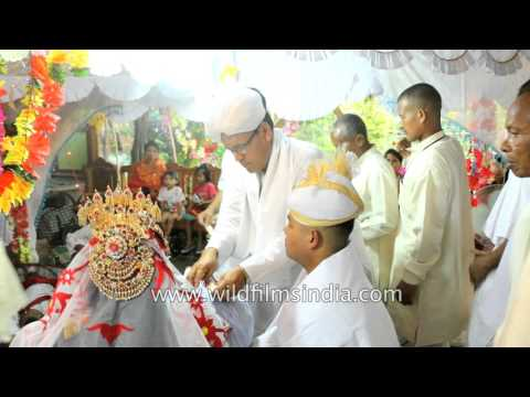 Video Manipuri wedding - Guests give cash to newly wed couple download in MP3, 3GP, MP4, WEBM, AVI, FLV January 2017