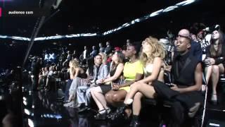 Reacción de Gaga cuando abuchean a 1D // Resbalón