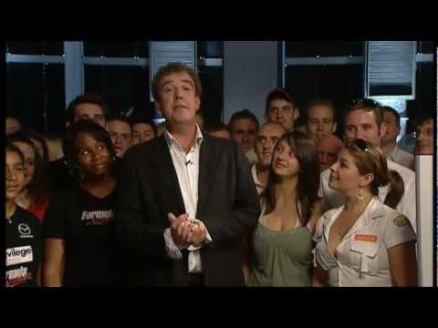 Jeremy Clarkson rozproszony przez cycki