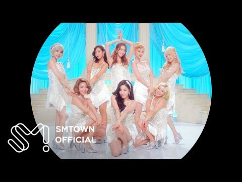 Girls' Generation sing th…
