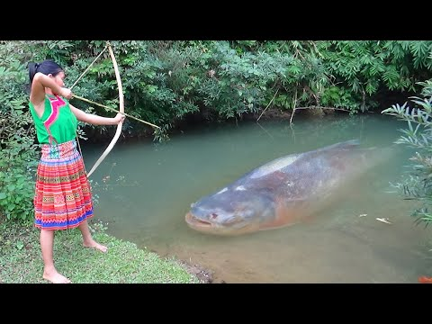 Primitive technology - Primitive skills catch big fish and Cooking fish - Eating delicious