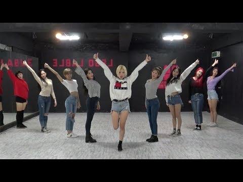 MOMOLAND (모모랜드) - 뿜뿜(BBoom BBoom) Dance Practice (Mirrored) - Thời lượng: 3:29.