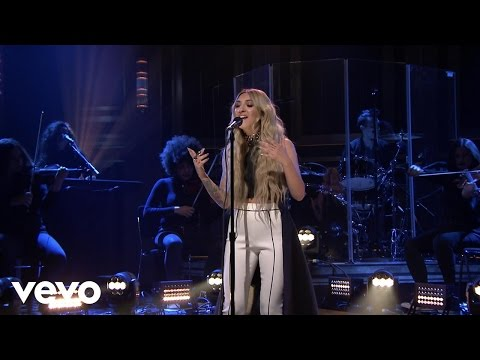 Julia Michaels - Issues (Live From The Tonight Show Starring Jimmy Fallon) - Thời lượng: 3 phút, 28 giây.
