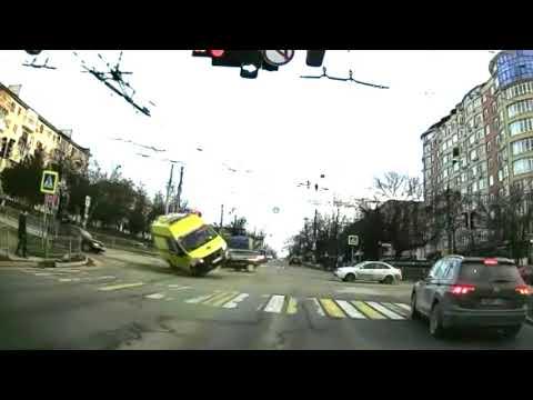 В Симферополе перевернулась машина реанимации