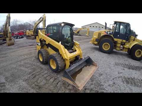 CATERPILLAR SKID STEER LOADERS 242D equipment video wgx_aCToja0