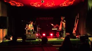 Video Duo Deshi live improvization in Oradea, Moszkva Kavézó 2014