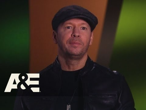 Wahlburgers: Reverse-i-stition (Season 3, Episode 1) | A&E