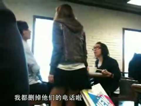 實拍!香港長腿妹為了爭男友在公共場合直接大戰眼鏡女!