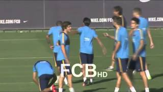 ► SUBSCRIBE / SUSCRIBETE: http://goo.gl/6o0MUc► DONATE / DONAR: http://goo.gl/VsJc2V ► TWITTER: http://twitter.com/Luiis_FCB (SPANISH)Neymar trolling douglas by his hair on FC Barcelona's training.TAGS:FC Barcelona traningdouglas barçaneymar barçaneymar skillsdouglas skillsneymar's hairdouglas' hairfc barcelona traininggood mood at fc barcelona