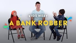 Video Kids Meet a Bank Robber | Kids Meet | HiHo Kids MP3, 3GP, MP4, WEBM, AVI, FLV Oktober 2018