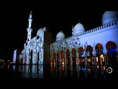 Удивительная по красоте проекция на мечети в Абу-Даби