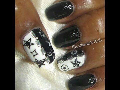 nail art con stickers bianchi e neri
