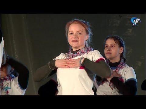 На площади Победы-Софийская прошел праздник, посвященный Году Добровольца в России