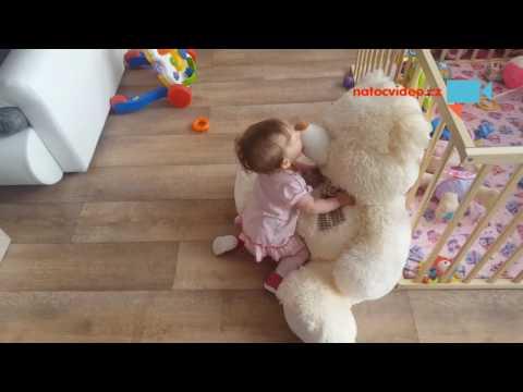 Dítě získá hračku