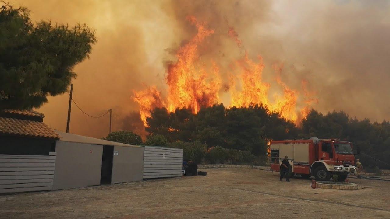 Εκτός ελέγχου η μεγάλη πυρκαγιά στη Ζάκυνθο – Εκκενώνονται τα χωριά Αγαλάς και Κερί