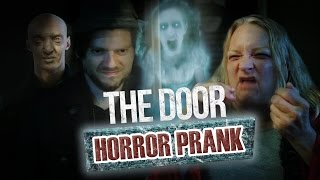 Video Pranque : The Door / Hologram ghost prank (feat. Lee Delong) MP3, 3GP, MP4, WEBM, AVI, FLV Agustus 2018
