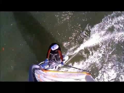 Carlos em Piçarras com vela Ezzy Zephyr na JP X-Cite Ride 120 litros