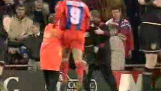 Eric Cantonas Kung-Fu-Kick gegen Crystal-Palace-Fan