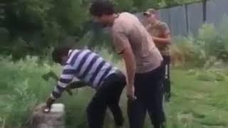 Pianka montażowa vs gość z siekierą. Tak się wkręca kumpla na wsi