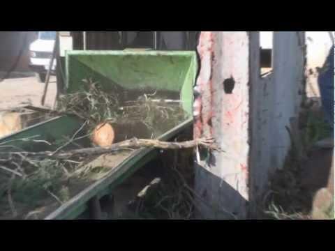 Picador de madeira com rolo tracionador Lippel PTL 240 / 320 x 600