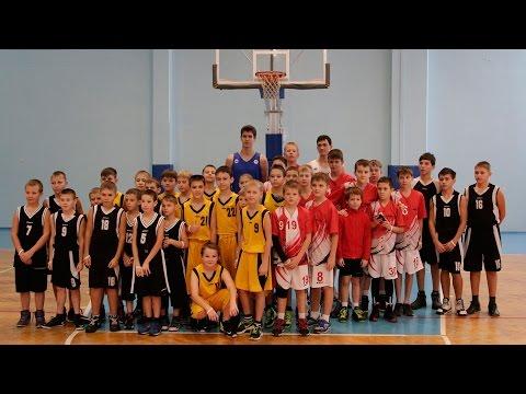 Александр Гребнев и Николай Бушуев - гости баскетбольного праздника в Рощинском
