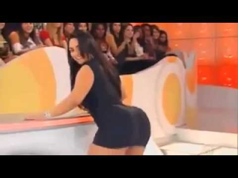 Latina Twerking Her Beautiful Ass On TV