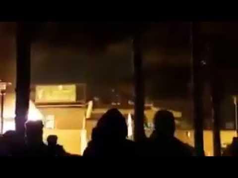 متظاهرون يحرقون مقرا للحرس الثوري في مدينة شاهين شهر