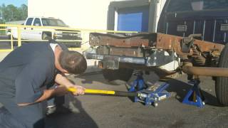 May 8, 2017 ... Jack Safety: How To Jack Up A Car Or Truck The Right Way - Duration: 2:41. nClever Leverage 589 views · 2:41 · How to Jack up a big truck...