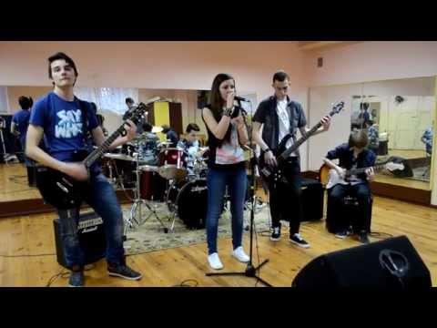 Tekst piosenki Klaustrofobia - Jestem silna (O.N.A cover) po polsku