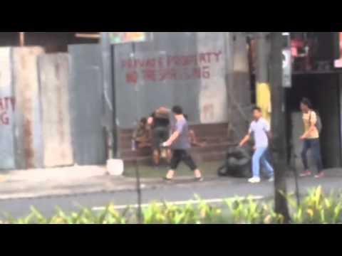 這個女生背著男朋友偷拍他從便利商店出來,跑到對面路邊…她的感受在那一刻完全無法言喻!