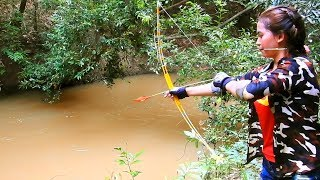 Video Amazing Girl Uses Steel Compound BowFishing To Shoot Fish -Khmer Fishing At Siem Reap Cambodia MP3, 3GP, MP4, WEBM, AVI, FLV Agustus 2017