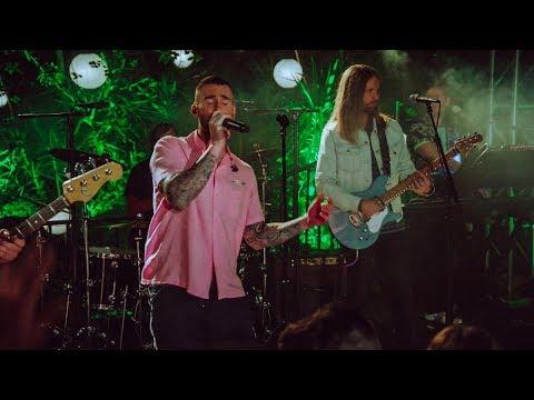 Maroon 5 - Moves Like Jagger ( Live 2018 )