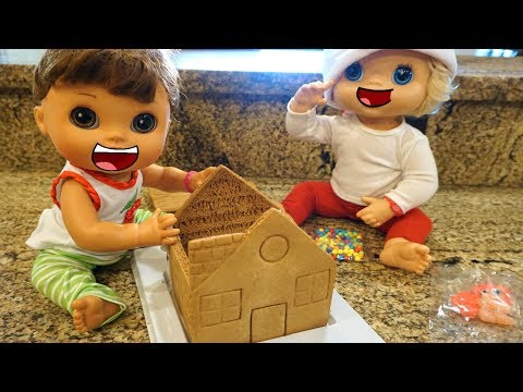 BABY ALIVE CHRISTMAS Pumpkin And Emily Make And Deliver A GINGERBREAD House!