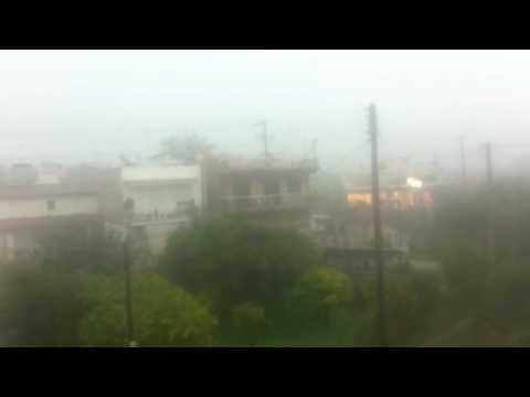 Video - Εγκλωβίστηκαν οδηγοί στην Πειραιώς λόγω της καταιγίδας