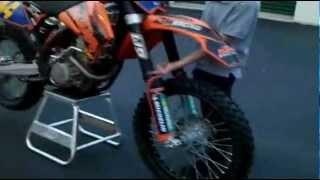 8. KTM 250 SX-F 2006 Walk Around & Start Up