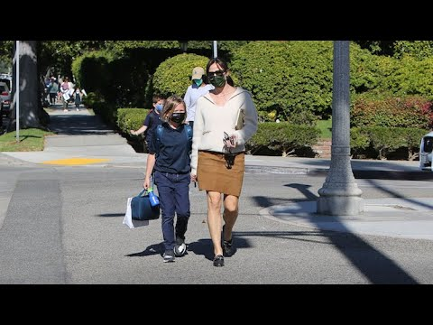 Jennifer Garner's Fall Fashion Game Is On Point!