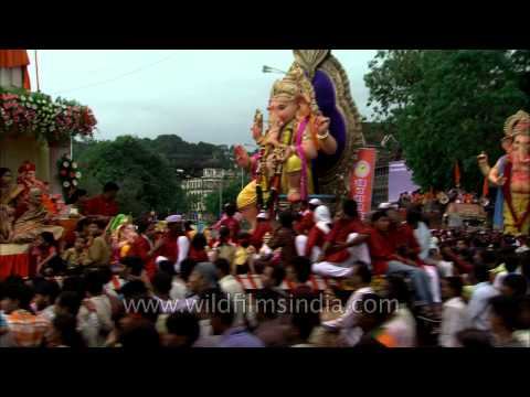 Video Helter Skelter in the name of Ganpati: Mumbai on Ganesh Chaturthi download in MP3, 3GP, MP4, WEBM, AVI, FLV January 2017