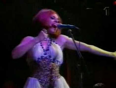 Deee-Lite - Groove Is In The Heart (Live In Roskilde 1991)
